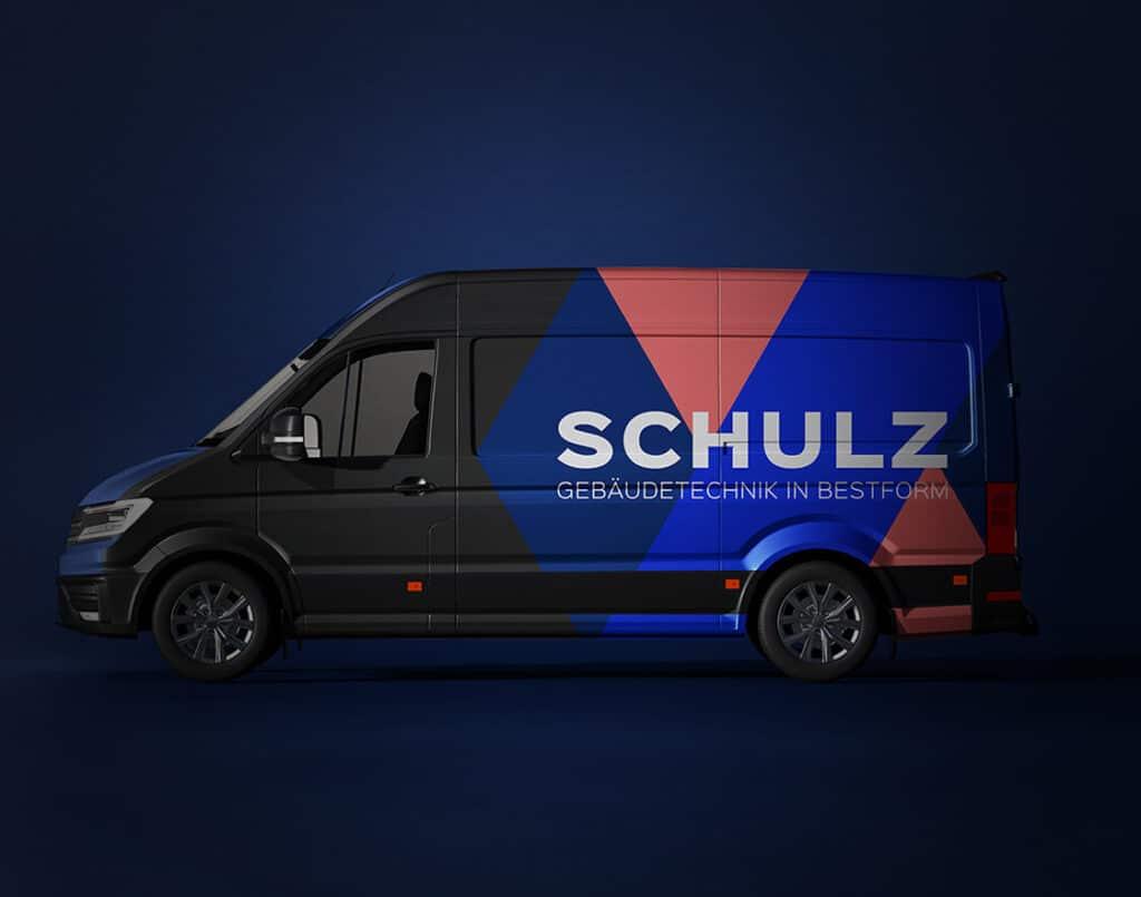 Die Abbildung zeit einen Bus mit Schulz Logo - e-Mobilität in Bestform
